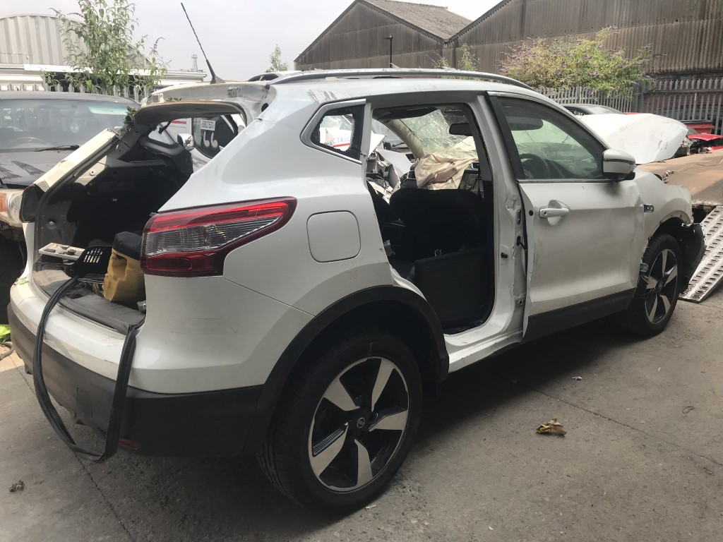 REF 90 NISSAN QASHQAI N CONNECTA 1618CC PETROL MANUAL