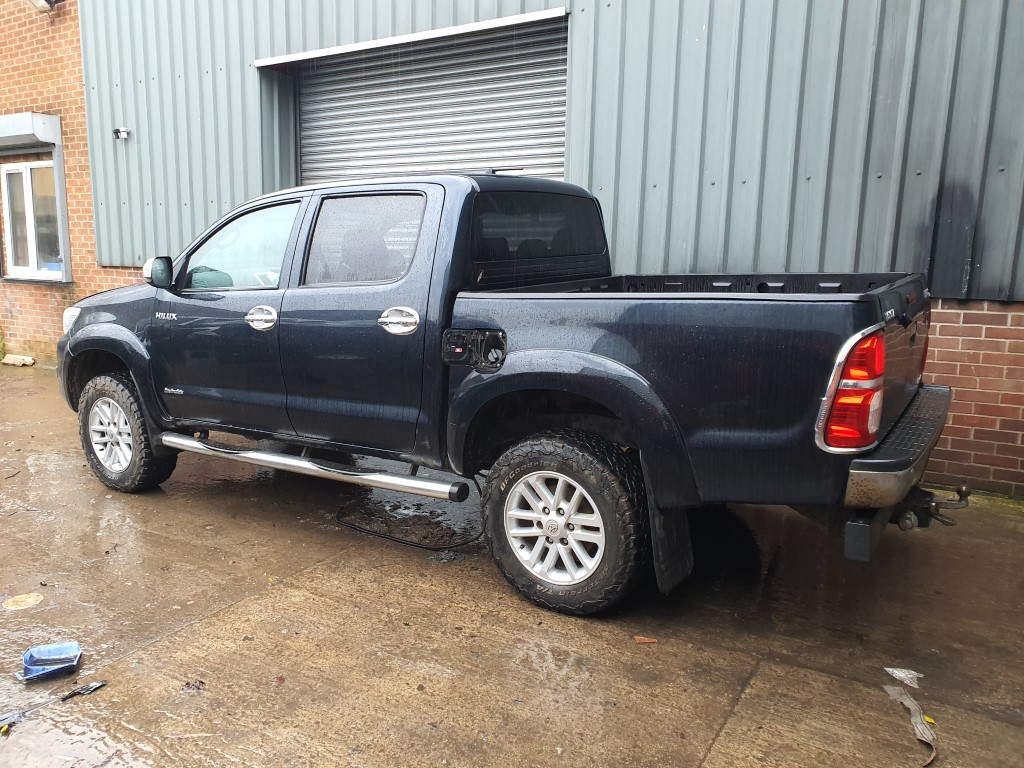 REF 162 TOYOTA HILUX INVINCIBLE 4X4 2015 3.0D4D 5 SPEED AUTOMATIC