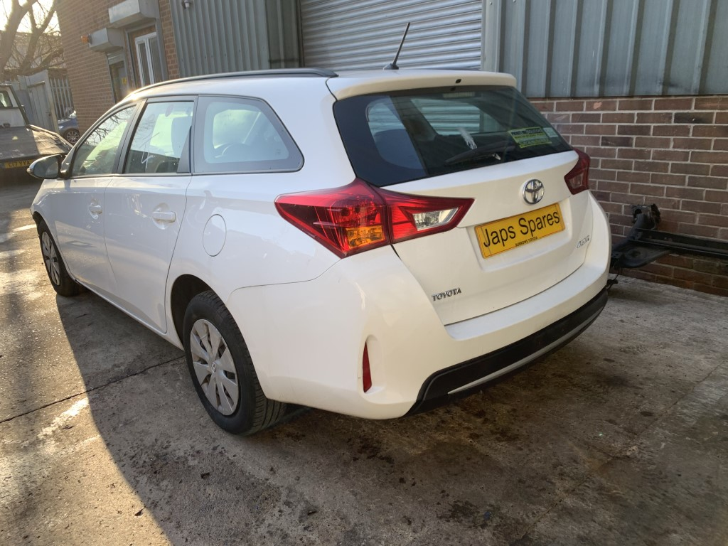 REF 167 TOYOTA AURIS ESTATE 2014 1364CC DIESEL 6 SPEED MANUAL