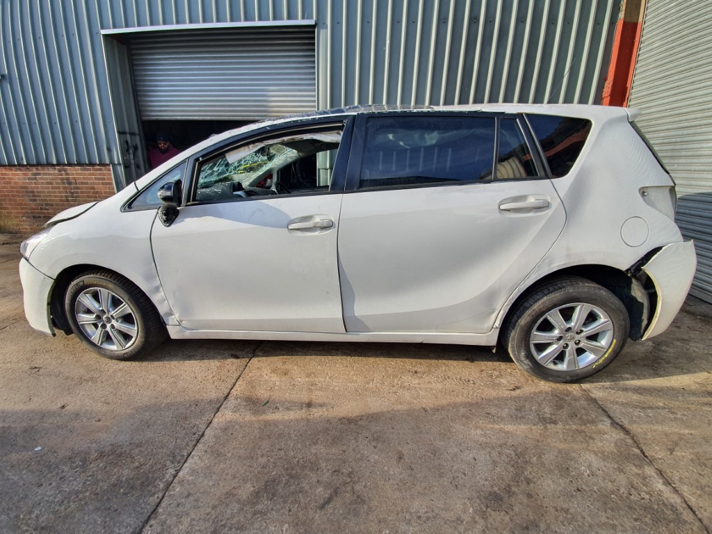 REF 168 MAKE TOYOTA MODEL VERSO 2015 D4D 1.6 D 6 SPEED MANUAL