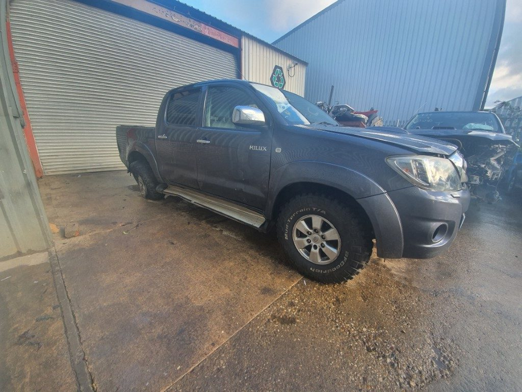 REF 171 TOYOTA HILUX 4X4 2010 2.5D4D 142BHP 5 SPEED MANUAL GREY