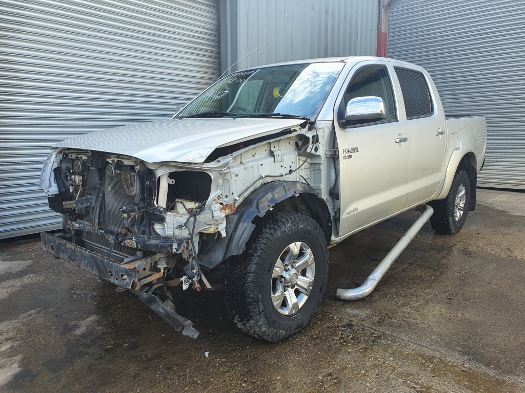REF 181 TOYOTA HILUX INVINCIBLE 2.5 D4D 5 SPEED MANUAL