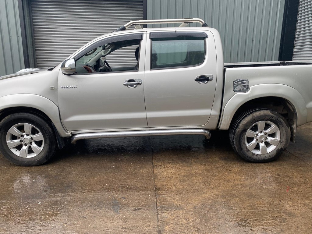 REF 184 TOYOTA HILUX DCB 2009 ENGINE 2.5 D4D 5SPEED MANUAL