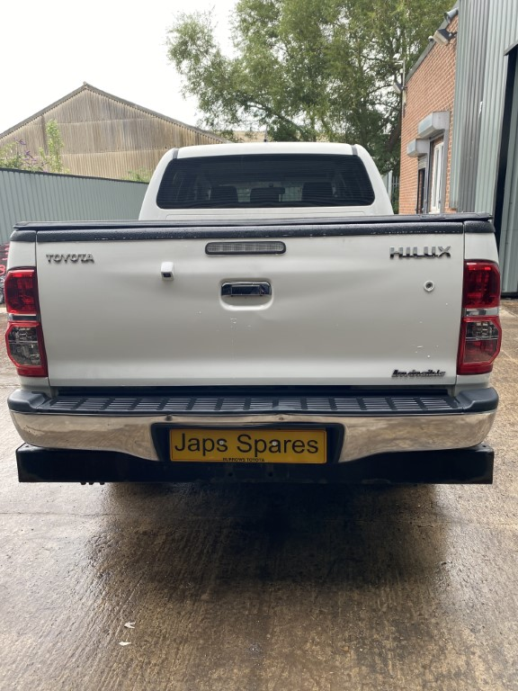 REF 188 TOYOTA HILUX INVINCIBLE DCB 2013 3.0 D 5 SPEED MANUAL