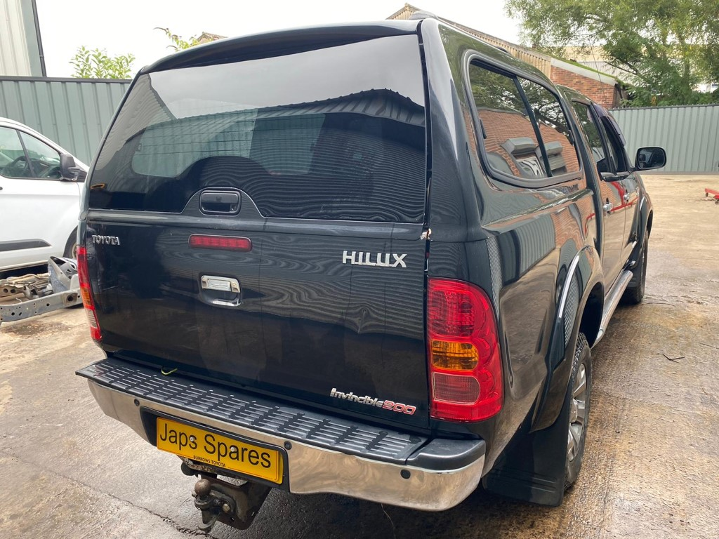 REF 190 TOYOTA HILUX DCB INVINCIBLE 200 3.0 D4D 4 SPEED AUTO