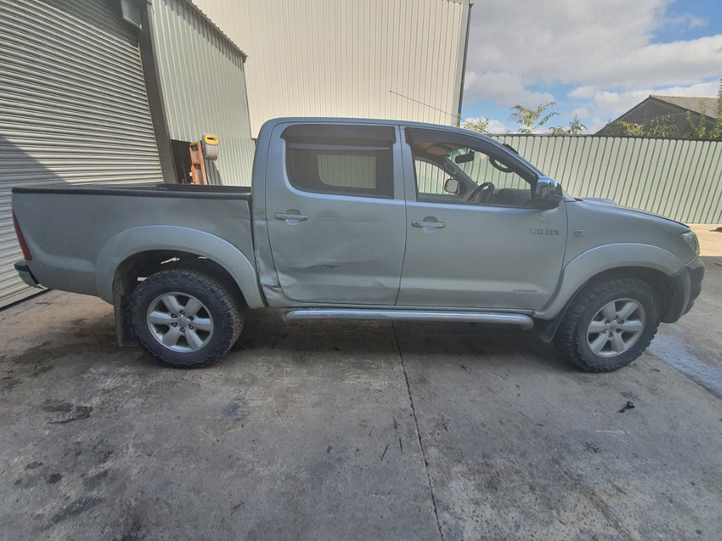 REF 193 TOYOTA HILUX INVINCIBLE DCB 2010 3.0D4D 5 SPEED MANUAL