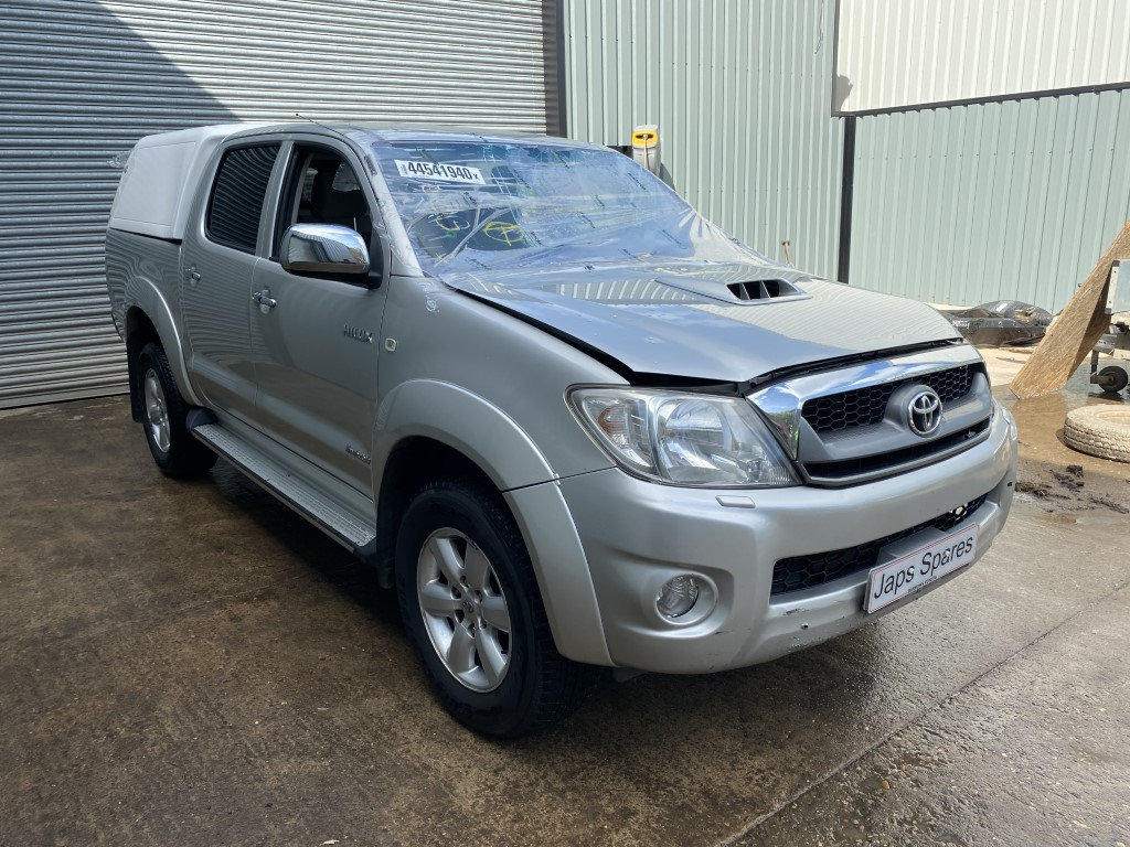 REF 194 TOYOTA HILUX INVINCIBLE DCB 2010 3.0 D4D 5 SPEED AUTO