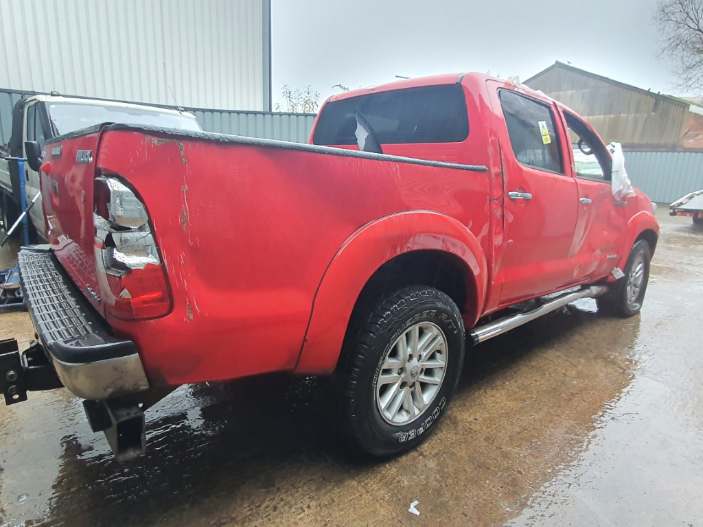 REF 204 TOYOTA HILUX DCB INVINCIBLE 2015 3.0D4D MANUAL 5 SPEED