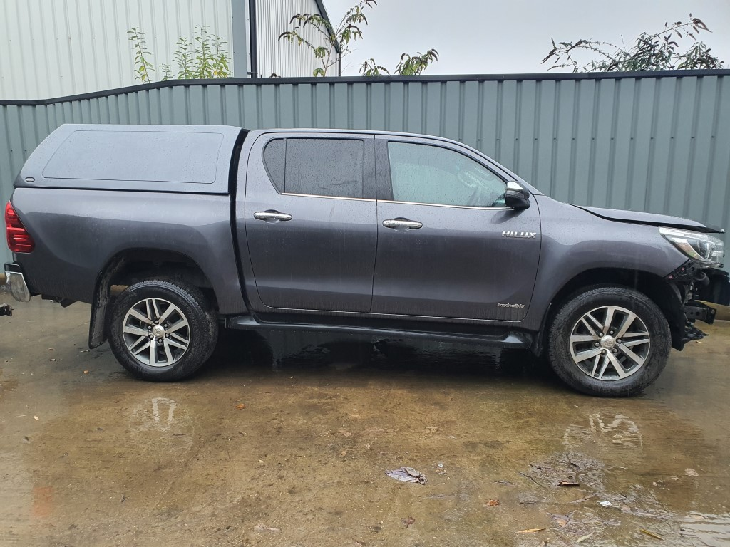REF 203 TOYOTA HILUX INVINCIBLE 4WD D4D 2393CC 6 SPEED MANUAL